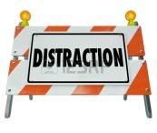 39940541-palabra-distraccion-en-una-barrera-de-la-construccion-de-carreteras-o-signo-para-ilustrar-la-conducc